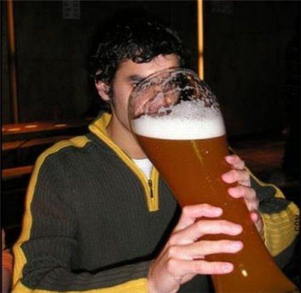 Sempre que for ao bar, agradeça ao padre mais próximo pela bênção da sua cerveja.